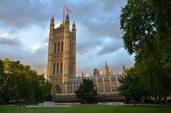 威斯敏斯特宫的维多利亚塔,议会,伦敦,英国议院  库存照片