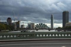 威斯敏斯特桥梁和地平线城市 英国伦敦英国 免版税库存照片