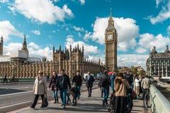 威斯敏斯特桥梁和大本钟在伦敦,英国 免版税库存图片