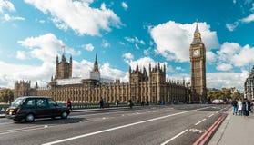 威斯敏斯特桥梁和大本钟在伦敦,英国 库存图片