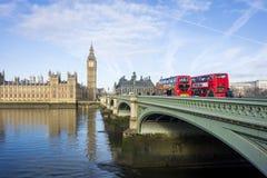 威斯敏斯特桥梁和大本钟 免版税库存照片