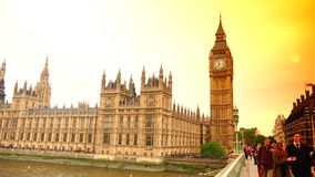从威斯敏斯特桥梁的超HD 4k、实时、议会和大本钟 影视素材