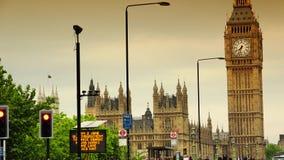 从威斯敏斯特桥梁的超HD 4k、实时、议会和大本钟 股票视频