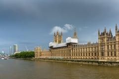 从威斯敏斯特桥梁,伦敦,英国的全景 免版税库存图片