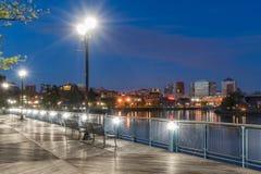 威明顿特拉华河边区在晚上 免版税库存照片
