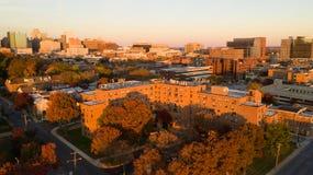 威明顿Deleware黄昏光街市城市地平线 库存图片