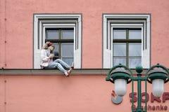威玛, GERMANY/EUROPE - 9月14日:时装模特坐w 免版税库存图片