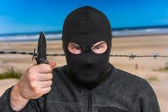 威胁西方国家的恐怖分子与刀子 免版税库存照片