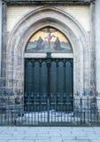 威顿堡-在马丁・路德钉牢95份论文的所有圣徒` s教会的著名门 库存照片