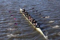威廉姆斯学院小船俱乐部在查尔斯赛船会人的学院Eights的负责人赛跑 库存照片