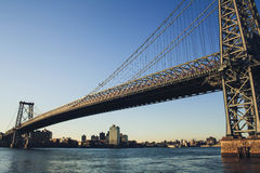 威廉斯堡桥梁在黎明 免版税库存照片