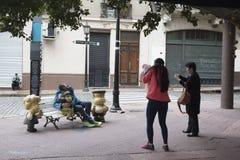 娃娃看天下纪念碑地标布宜诺斯艾利斯 库存照片