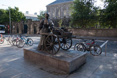 娘娘腔的男人玛隆雕象在都伯林,爱尔兰 免版税库存图片