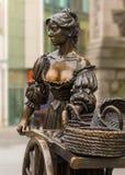 娘娘腔的男人玛隆雕象在都伯林 库存照片