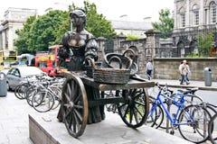 娘娘腔的男人玛隆雕象,都伯林,爱尔兰 免版税库存照片