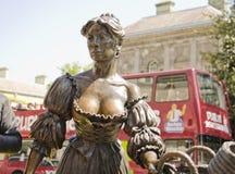 娘娘腔的男人玛隆雕象,都伯林 免版税库存图片