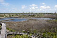 娱乐中心的看法在大盐水湖国家公园的从木板走道 库存图片