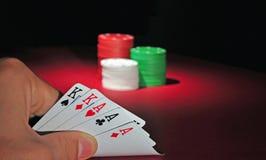 娱乐场切削三张相同和二张相同的牌&# 免版税库存照片