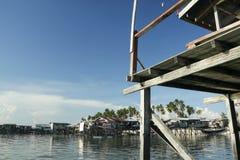 婆罗洲捕鱼安置高跷村庄 图库摄影