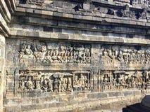 婆罗浮屠佛教寺庙 浅浮雕 杨梅 印度尼西亚 图库摄影