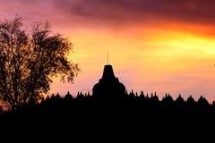婆罗浮屠寺庙的剪影 库存图片