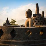 婆罗浮屠寺庙的菩萨在日出。印度尼西亚。 免版税库存图片