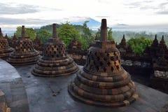 婆罗浮屠, 9世纪佛教寺庙在马格朗,中爪哇省,印度尼西亚 免版税库存照片