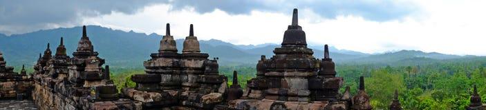 从婆罗浮屠, 9世纪佛教寺庙的全景在马格朗印度尼西亚 免版税库存图片