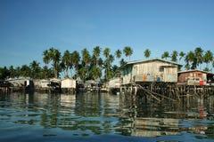 婆罗洲海岛mabul村庄水 库存照片