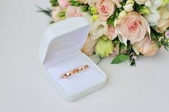 婚姻与花束和婚姻的邀请 库存图片