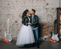 婚姻仿照岩石样式 摇摆物或骑自行车的人婚礼 库存照片