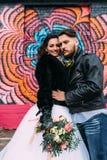 婚姻仿照岩石样式 摇摆物或骑自行车的人婚礼 库存图片