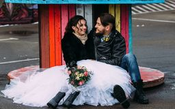 婚姻仿照岩石样式 摇摆物或骑自行车的人婚礼 免版税图库摄影