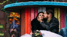 婚姻仿照岩石样式 摇摆物或骑自行车的人婚礼 免版税库存图片