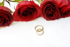 婚姻四朵环形的玫瑰二 免版税库存图片