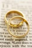 婚姻圣经休息的环形 图库摄影