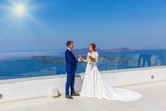婚姻在海背景 免版税库存图片
