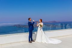 婚姻在海背景 库存图片