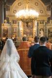 婚姻在Kazanskiy Kafedralniy Sobor里面 免版税库存照片