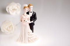 婚姻夫妇的小雕象 免版税库存图片