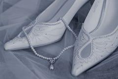 婚姻小珠的鞋子 免版税库存照片