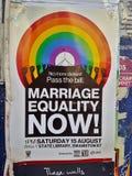 婚姻平等在街道上的竞选海报 库存图片