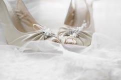 婚姻彩色照片的鞋子 免版税库存照片