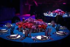 婚姻或另一顿承办宴席的事件晚餐的表集合 免版税库存照片