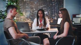 婚姻治疗师办公室:提建议的家庭顾问如何使夫妇的关系更加加强 影视素材