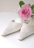 婚姻玫瑰色的拖鞋 库存图片