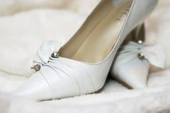 婚姻白色的鞋子 免版税库存照片