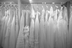 婚姻的全部的新娘礼服在商店 库存图片