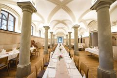 婚姻的宴会在餐馆 免版税库存照片