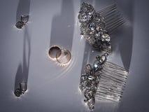 婚姻的属性例如耳环,鞋子, 免版税库存照片